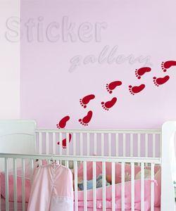 Αυτοκόλλητο τοίχου με πατουσίτσες μικρού παιδιού